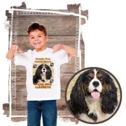 """Koszulka chłopięca z psem """"cavalier kocha zażarcie"""""""