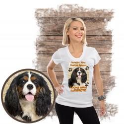 "Koszulka damska z psem ""Cavalier kocha zażarcie"""